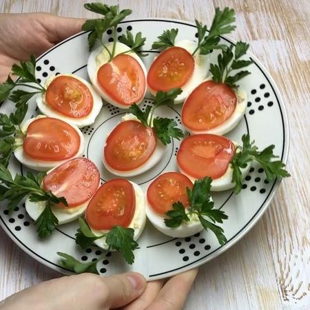 Нонна Колоева on Instagram Доброго дня друзья Как вам такая идея для закуски из вареных яиц Оцените результат от 1 до 10 баллов 🙏 Расскажите