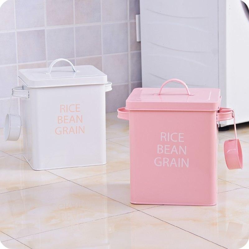 Вместительные металлические коробки с ложечкой Можно использовать для хранения круп чая или стирального порошка