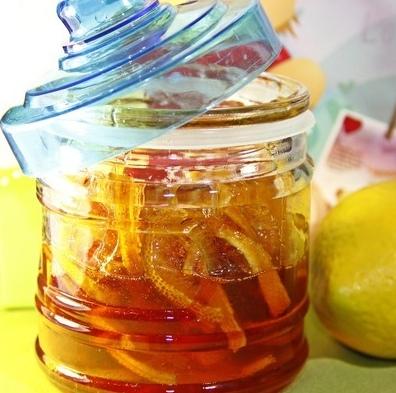 Лимонно-имбирный конфитюр Карамельно-лимонный, кисло-сладкий вкус с ноткой имбиря! Очень красивый, вкусный, простой в приготовлении и самое главное - полезный конфитюр! :) Автор LNataly