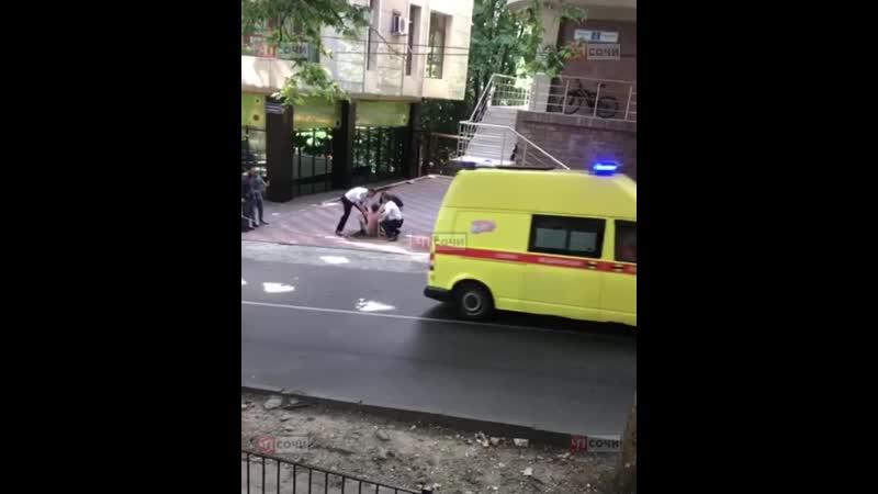В Сочи мужчина при задержании пытался совершить Роскомнадзор