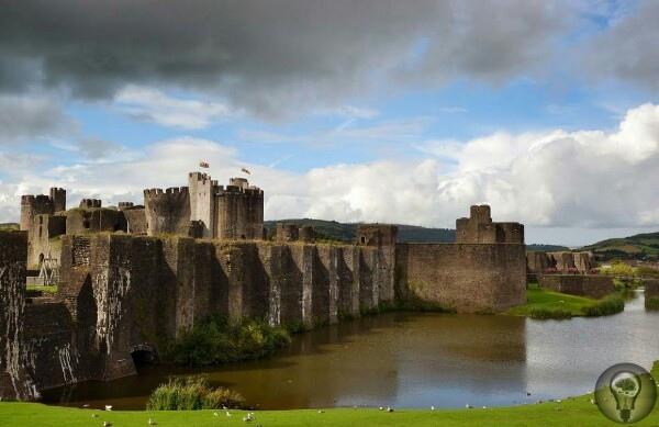 Самый удивительный замок в Великобритании  Замок Кайрфилли