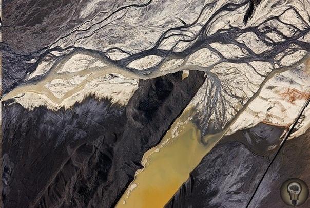 Шрамы на теле Земли: как выглядят токсичные отходы с высоты птичьего полета
