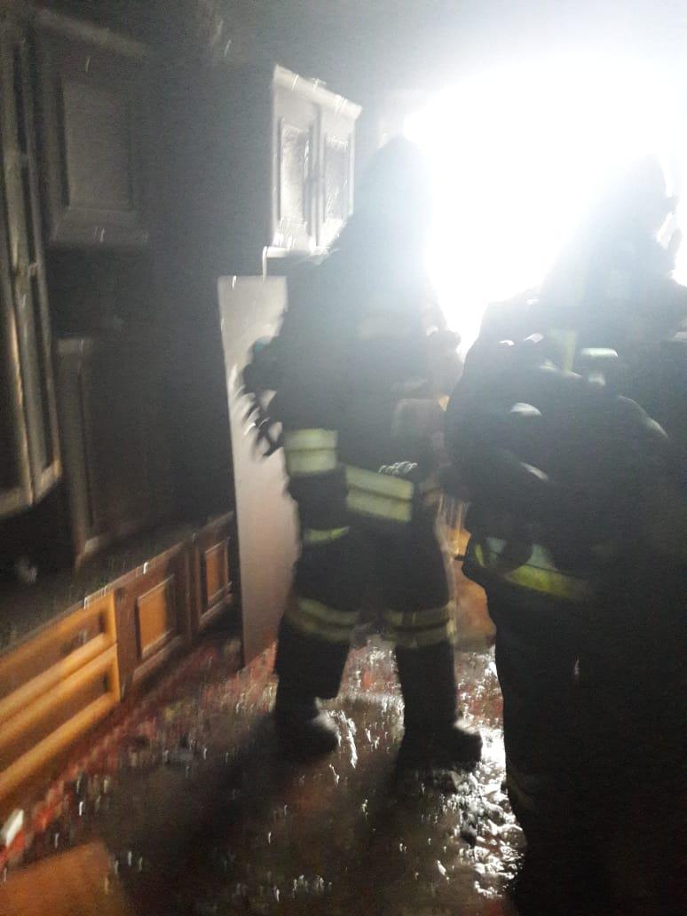 Огнеборцы спасли маму и её детей на пожаре в Курске