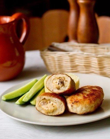 Сочные, пышные и аппетитные куриные котлетки с грибами и сыром