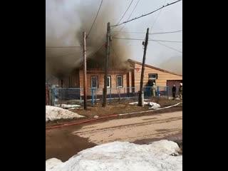 Приехал к родителям, только домой зашёл, а у соседей пожар... Службы сработали оперативно... Газовщики приехал через 4 мин, пожа