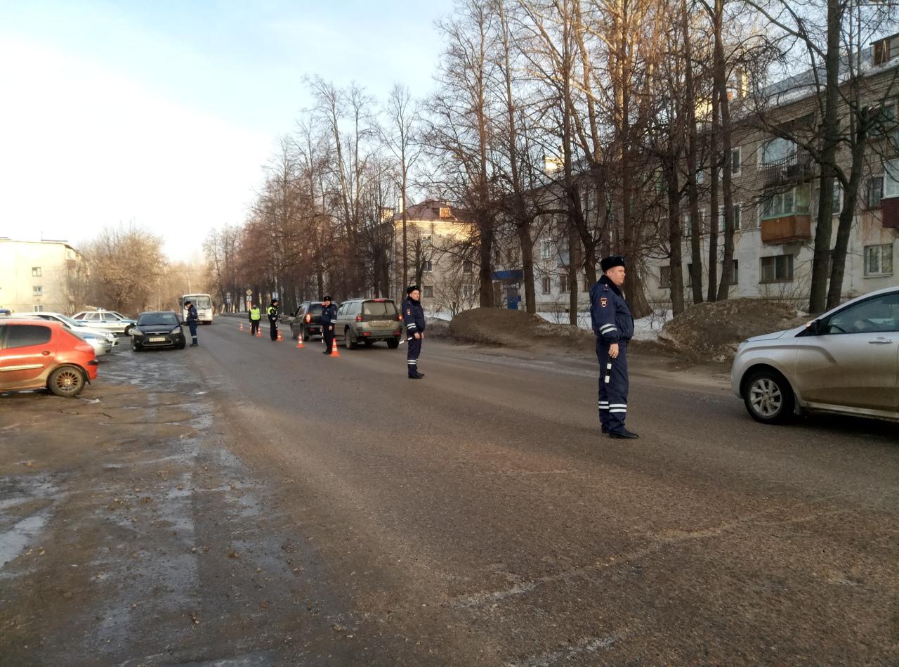 В Волжске сотрудники Госавтоинспекции провели массовую проверку по правилам перевозки детей