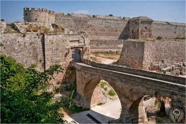 КТО ТАКИЕ ГОСПИТАЛЬЕРЫ Христианские паломники издревле отправлялись из Европы в Иерусалим, чтобы поклониться святым местам. И вот в 600 году папа Григорий Великий распорядился построить в