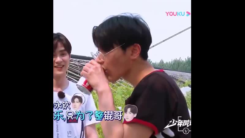 Ten doesnt even drink cola but he purposefully drank that just to annoy kun wth - -