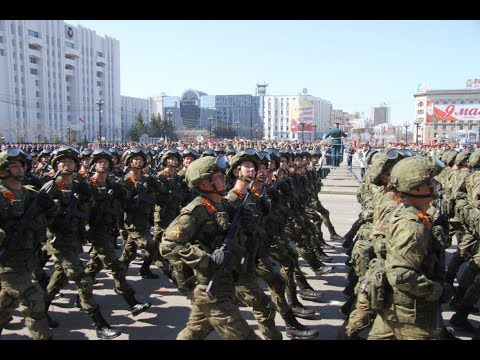 Парад войск Хабаровского гарнизона с участием механизированной колонны.