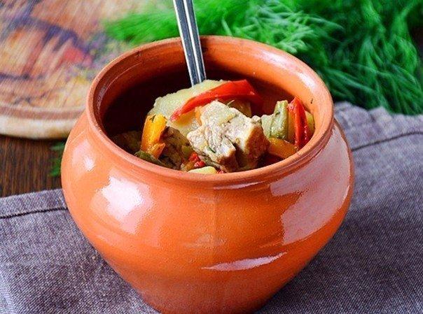 ТОП-10 вкуснейших блюд в горшочках.