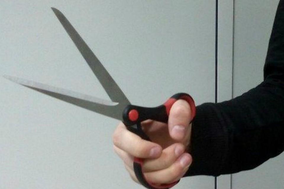 В Коломенской ЦРБ буйный пациент бросался на персонал и пациентов с ножницами