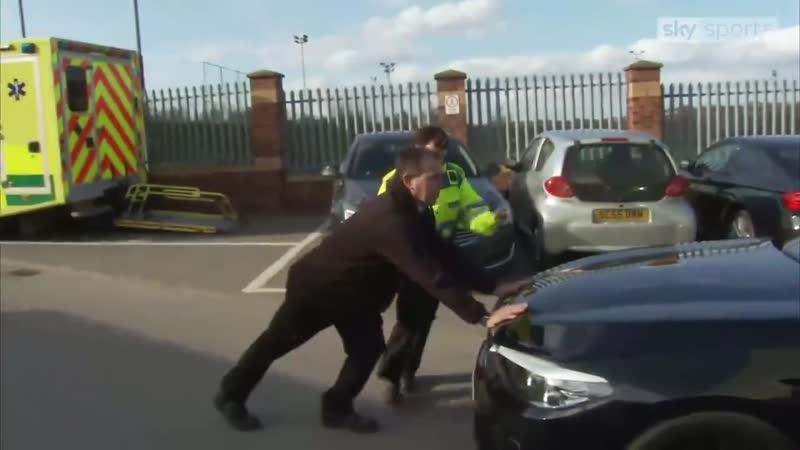 Полиция задерживает Джоуи Бартона