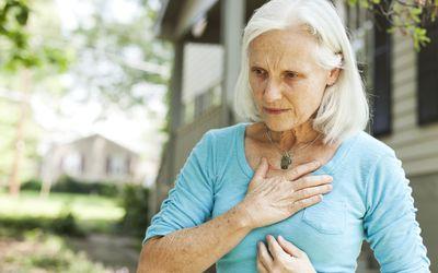 Боль в груди является одной из наиболее распространенных причин, чтобы пойти в отделение неотложной помощи.
