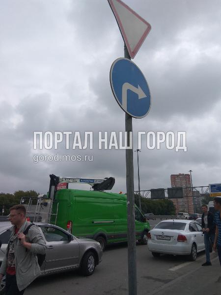 Дорожные службы восстановили стойки со знаками на Новорязанском шоссе