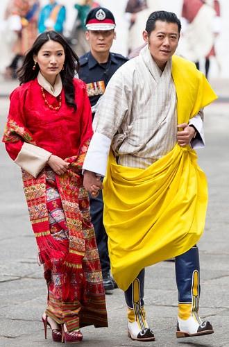 Король-дракон Бутана: любовь стоит того, чтобы ждать Ее называют азиатской Кейт Миддлтон. Его Королем-драконом Бутана. Рассказываем о невероятной истории любви одной из самых красивых