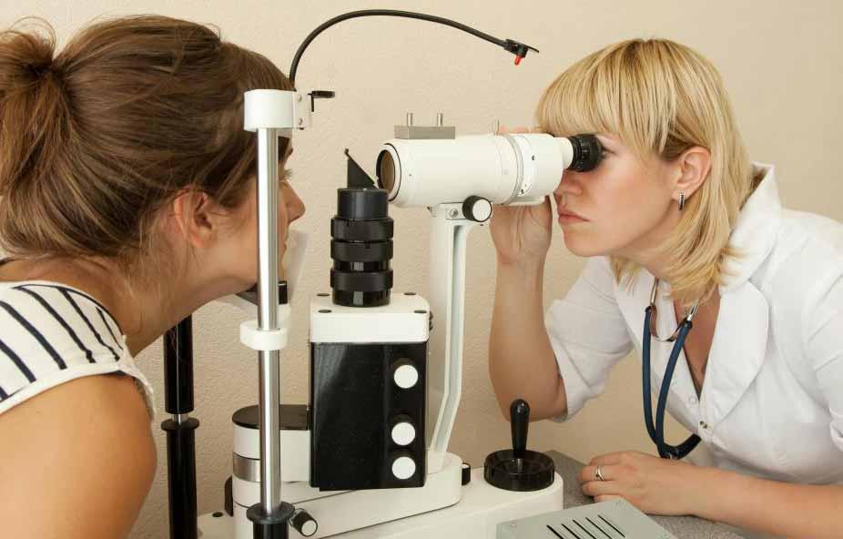 Алкоголизм может вызвать проблемы со зрением и дальтонизмом у женщин.