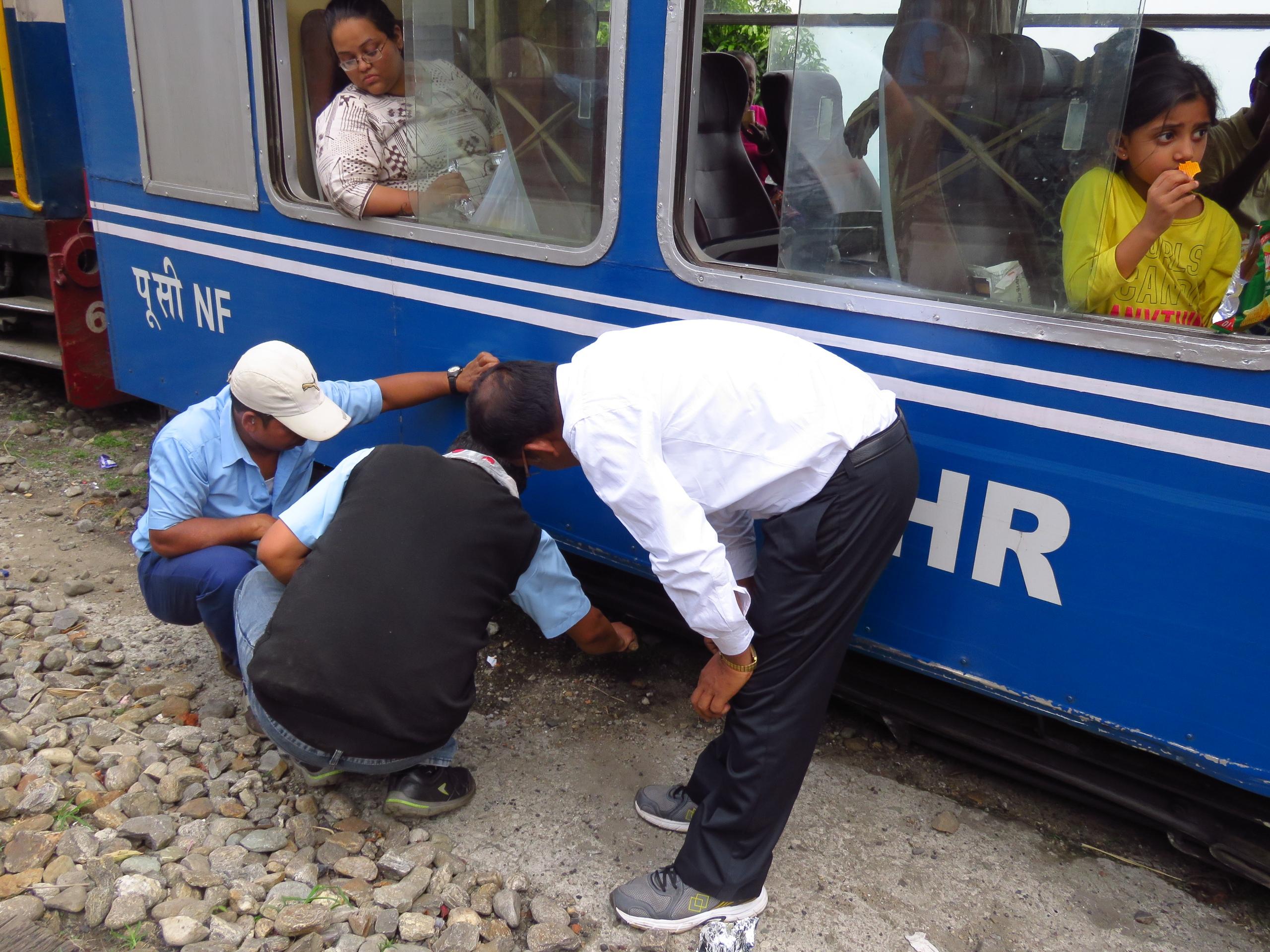 Узкоколейный поезд в Дарджилинг. Первая встреча с Гималаями. Железные дороги,Индия,Узкоколейки,Дарджилинг,Горы