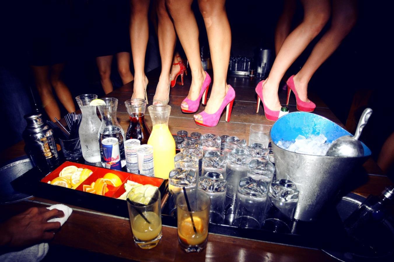 Алкоголь в ночных клубах кому за 30 клубы в москве