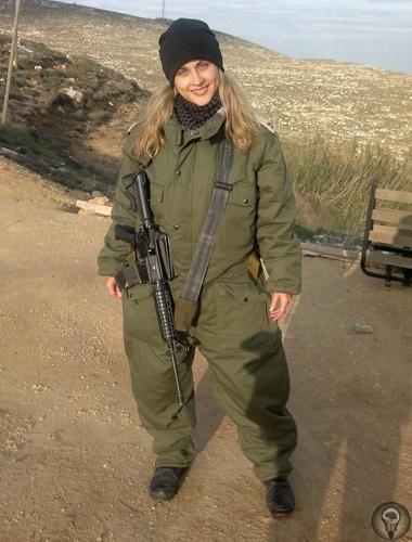 ПРАВИЛА ЖИЗНИ ИЗРАИЛЬСКОГО СОЛДАТА Светлана Коновалова, 30 лет, Кибуц Гадот, Израиль «Даже если ты уходишь каждый день домой, все равно остаешься защитником страны а это работа 24/7». Светлана