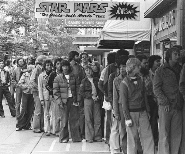 Очередь на премьеру «Звездных войн». 1977 год.