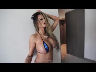 Деваха с большими упругими сиськами в бикини (большие сиськи, жопа, голая, порно, boobs, tits, big ass)