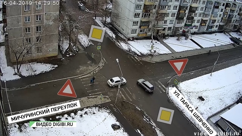 В районе Табачной фабрики в Бийске сменили дорожные знаки Будни 16 04 19г Бийское телевидение