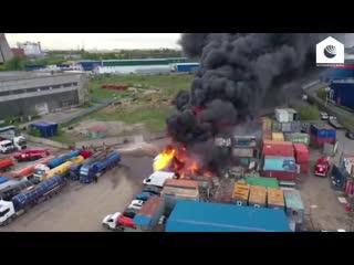 Два бензовоза и контеинеры загорелись в Дзержинском