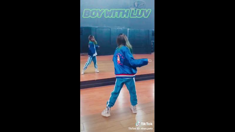 Как она танцует 🤤❤️❤️