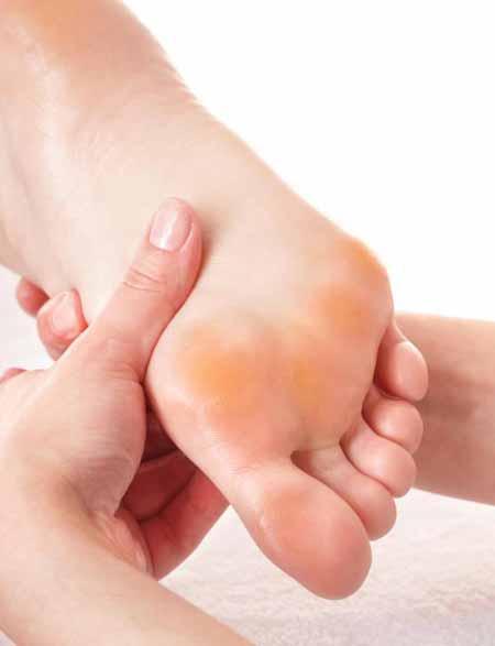 Педикюрное кресло может помочь облегчить массаж ног после педикюра.