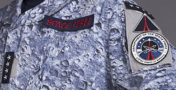 Реальная форма космических войск США/ Форма в одноименном комедийном сериале Netflix