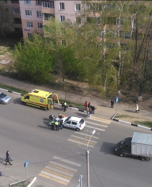 Таксист сбил девушку на пешеходе от ул. Подъячева к ул. Вокзальной.