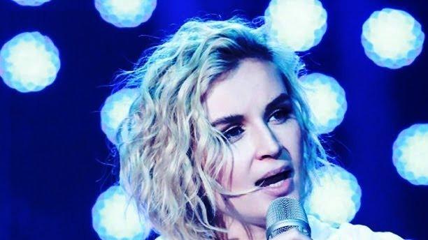 Посмотрите это видео на Rutube: «【纯享版】波琳娜 Polina Gagarina《Forbidden Love》《歌手2019》第10期 Singer 2019 EP10【湖南卫视