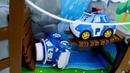 Un auto sedán da un paseo Vehículos de servicio infantiles Coches de juguete