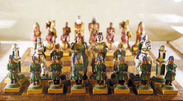 ИГРА КОРОЛЕЙ Может ли советник короля стать королевой А слон - епископом Да, если речь идет о шахматах. За полторы тысячи лет существования игры ее правила изменились до неузнаваемости, а сама