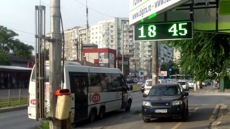 Autobuz de pasageri, merge cu uşile deschise - Curaj.TV