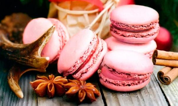 ПИРОЖНОЕ МАКАРОН В 1862 году мельник Луи Эрнест Лядюре открыл в Париже на улице Руаяль свою булочную. Ничего особенного булочная как булочная, но Ладюре не терял надежду, что настанет день,