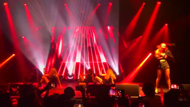 HyunA (현아) World Tour LA (Fan Cam) (4K) - Intro 잘나가서 그래 (Roll Deep)