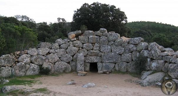 ГробницыгигантовнаСардинии