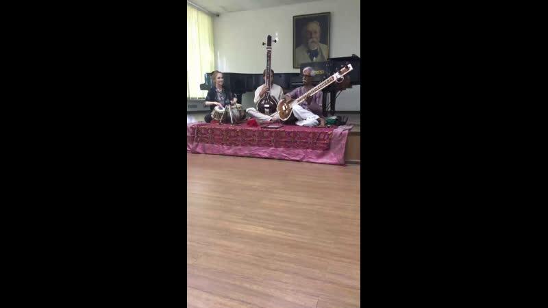 Live: Индийская музыка по русски
