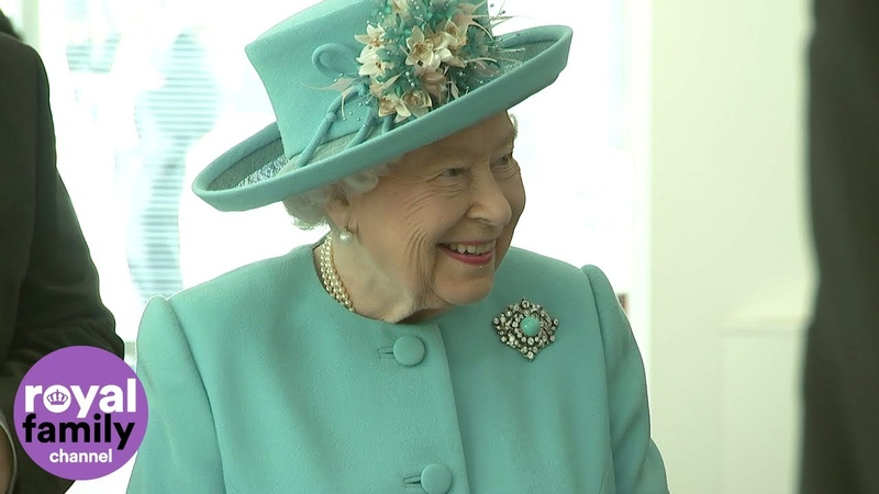 The Queen shown her 1950s British Airways ticket at airline's centenary event