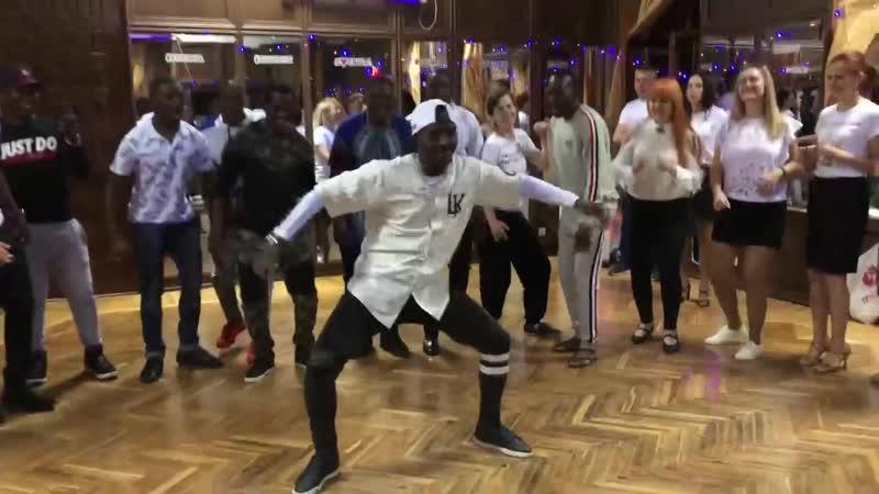 Afro house на домашней вечеринке LaVida в День Африки. Ангола жжет!