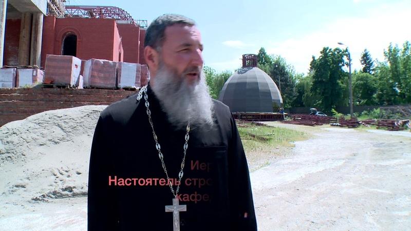 Архиепископ Тихон ознакомился с ходом строительства Свято-Успенского кафедрального собора Майкопа