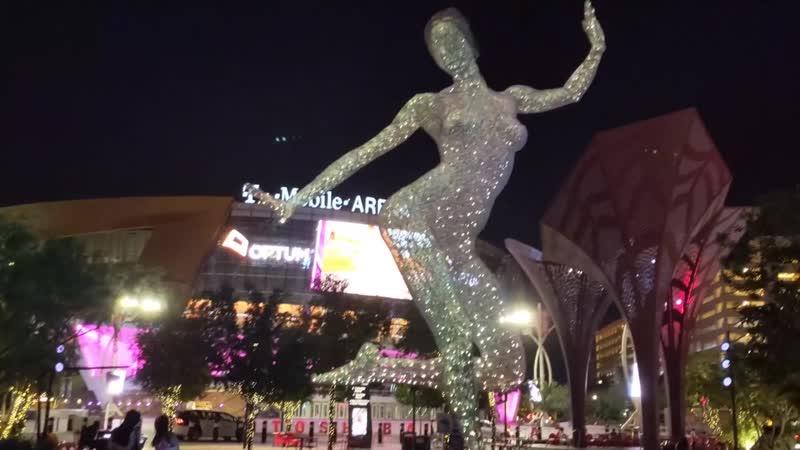Bliss Dance - танцевальная скульптура в парке на улице Лас-Вегаса, США (Август 2019)