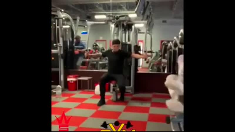 Dude is determined to complete his workout