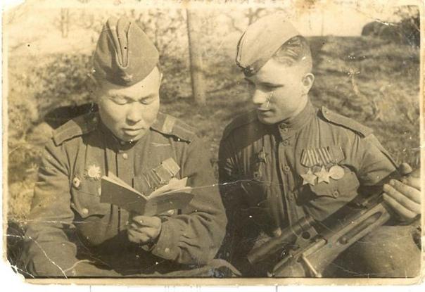 СНАЙПЕРСКОЕ ДЕЛО В СССР Несмотря на неудачное начало Советский Союз уже летом-осенью 1941 года показал, что в искусстве снайперской войны он находится впереди планеты всей и с огромным отрывом