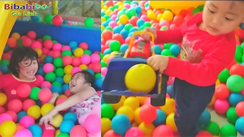 Gia Linh và chị Blue Sea chơi trốn tìm trong nhà bóng khu vui chơi giải trí trẻ em