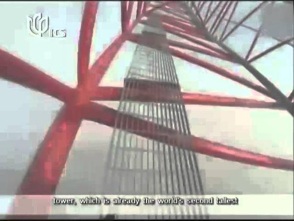 RUSSIAN PAIR CLIMBS SHANGHAI TOWER