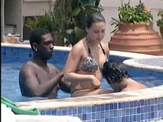 Thati_é_assediada_na_piscina.mp4