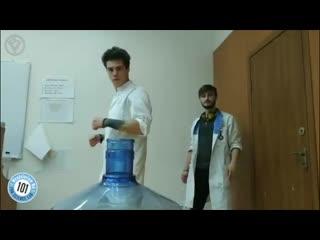 Научно-молдавская ответочка от ребят из лаборатории менделевиум. bottle cap challenge