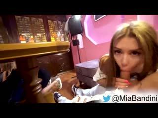 Luxurygirl и mia bandini сосут прямо в кафе под столом) брюнетка минет любительское домашнее подростки public